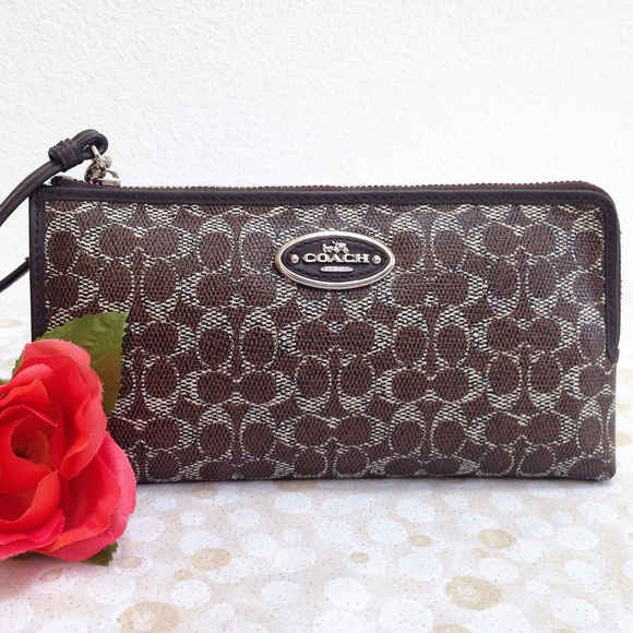Coach Handbags - COACH Large Zip Zippy Wallet  - Style 52462 in EUC